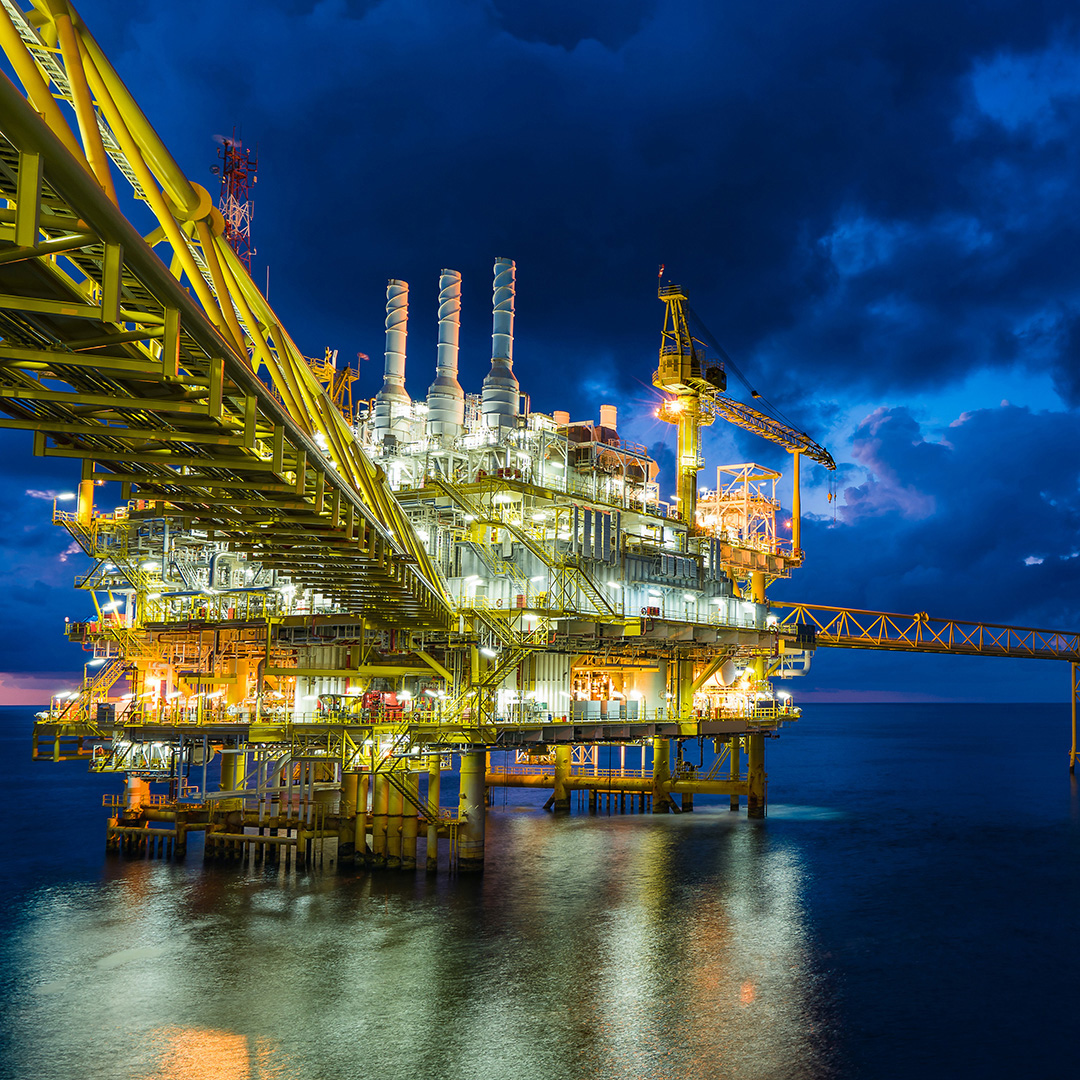 Energy market scenarios of oil and gas companies - an analysis of the climate strategies and long-term scenarios of 14 international oil and gas companies - Main Report (April 2021)
